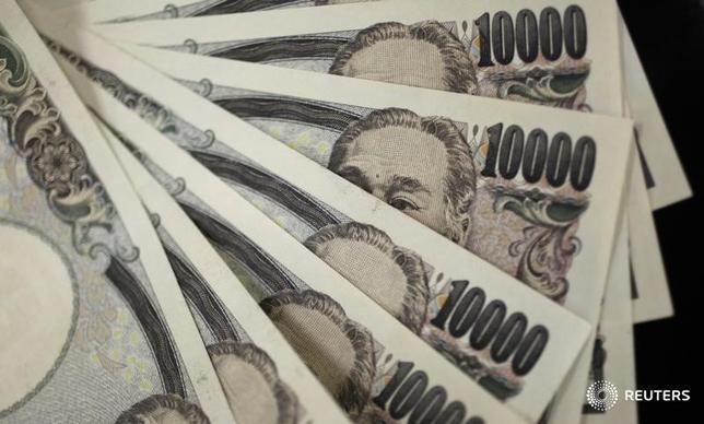 2月8日、財務省が発表した国際収支状況速報によると、12月の経常収支は1兆1122億円の黒字となった。2011年8月撮影(2017年 ロイター/Yuriko Nakao)