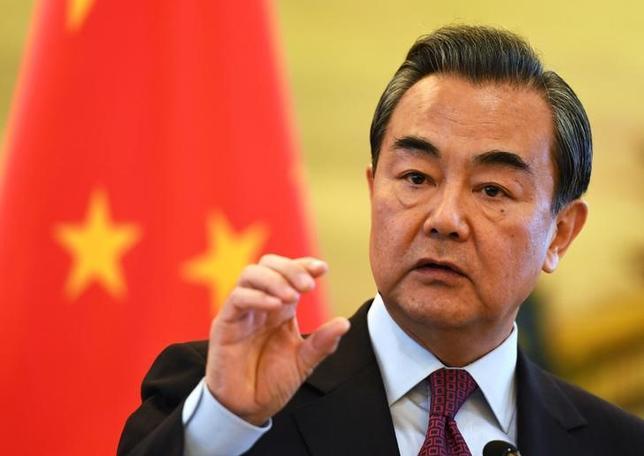 2月8日、中国の王毅外相は訪問先のオーストラリアで、中国は第二次大戦関連の合意により、当時日本が統治していた中国の全領土の返還を認められていると主張、米国は南シナ海を巡る歴史を勉強し直すべきだと述べた。写真は北京で昨年12月撮影(2017年 ロイター)