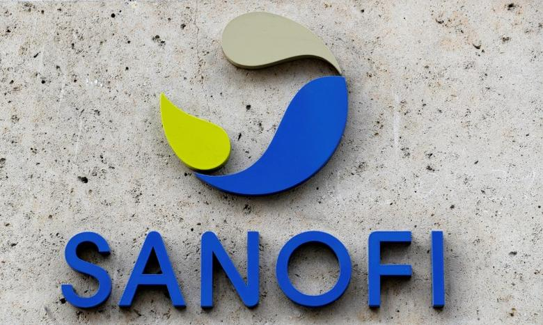 FILE PHOTO: The logo of French drugmaker Sanofi is seen in front of the company's headquarters in Paris, France, March 8, 2016.  REUTERS/Philippe Wojazer/File Photo