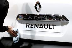 L'alliance Renault-Nissan a annoncé mercredi avoir vendu 9.961.347 véhicules en 2016, soit un véhicule sur neuf dans le monde. Sur ce total, les ventes mondiales cumulées de véhicules électriques s'élèvent à 424.797 unités. /Photo d'archives/REUTERS/Francois Lenoir