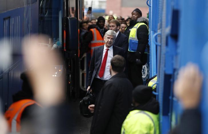 Britain Football Soccer - Chelsea v Arsenal - Premier League - Stamford Bridge - 4/2/17 Arsenal manager Arsene Wenger arrives before the game Action Images via Reuters / John Sibley Livepic/File Photo