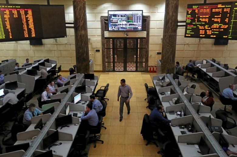 Traders work at the Egyptian stock exchange in Cairo, Egypt April 18, 2016. To match EGYPT-DOLLARS/BLACKMARKET REUTERS/Mohamed Abd El Ghany - RTX2B1BL