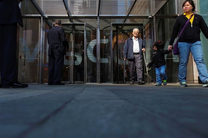 FILE PHOTO -  Security personnel stand outside the Viacom Inc. headquarters in New York April 30, 2013.  REUTERS/Lucas Jackson/File Photo