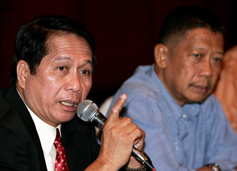 FILE PHOTO - Secretary Jesus Dureza (L), Philippines' government peace advisor, speaks while professor Rudy Rodil, a member of the government panel negotiating with Muslim rebels, looks on during a news briefing in Manila's Makati financial district, in the Philippines August 29, 2006. REUTERS/Darren Whiteside/File Photo