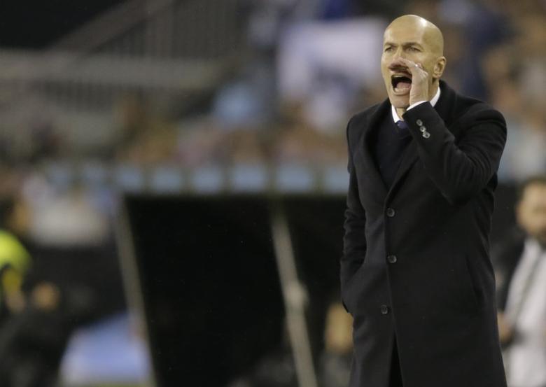Football Soccer - Celta Vigo v Real Madrid - Spanish King's Cup - Balaidos stadium, Vigo, Spain - 25/01/17 Real Madrid's coach Zinedine Zidane reacts during the match. REUTERS/Miguel Vidal