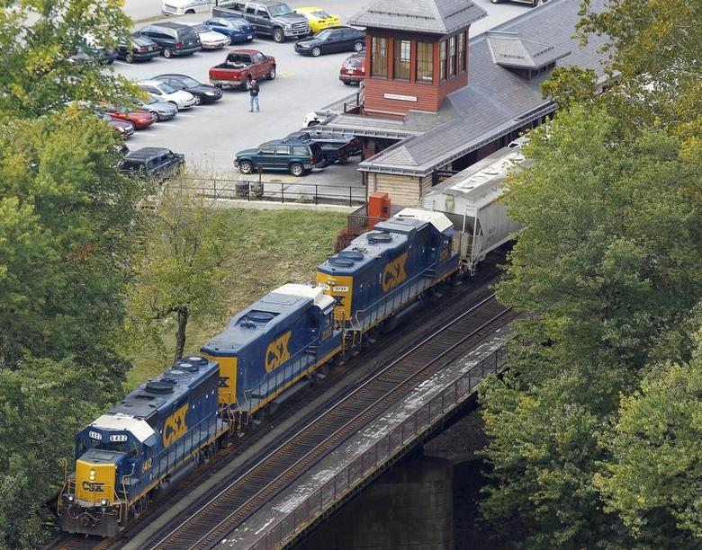 A CSX freight train crosses the Potomac River in Harpers Ferry, West Virginia October 16, 2012.  REUTERS/Gary Cameron