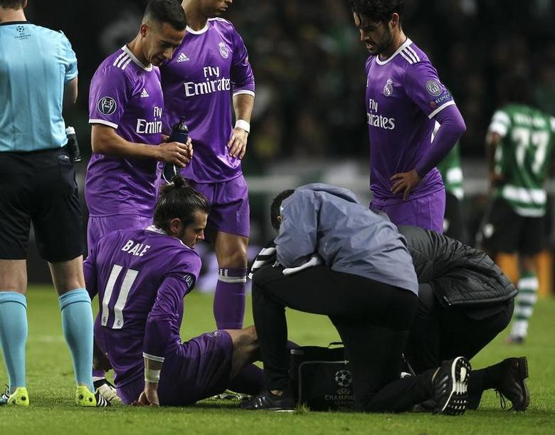 Football Soccer - Sporting Portugal v Real Madrid - UEFA Champions League group stage Group F  - Jose Alvalade stadium, Lisbon, Portugal - 22/11/16  Real Madrid's Gareth Bale is injured during the match.    REUTERS/Pedro Nunes/File Photo