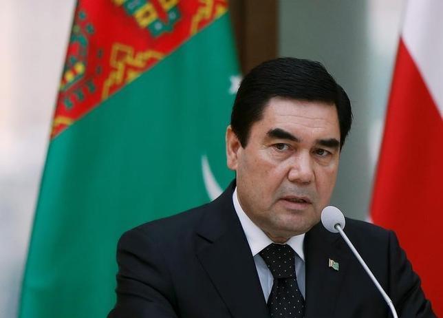 2月13日、中央アジアのトルクメニスタンで12日、大統領選挙が行われ、現職のベルドイムハメドフ大統領(59)の3選が確実な見通しとなった。写真はトビリシで2015年7月撮影(2017年 ロイター/David Mdzinarishvili)