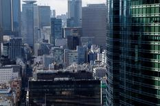 En la imagen, edificios del distrito financiero de Tokio, Japón. 12 de febrero 2017. La economía de Japón se expandió por cuarto trimestre consecutivo en el período octubre-diciembre gracias a que una firme demanda comercial y un incremento en el gasto de capital acentuaron una sostenida recuperación liderada por las exportaciones. REUTERS/Toru Hanai