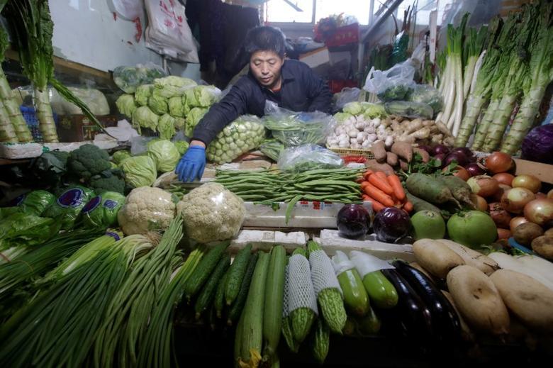 A vendor arranges vegetables at a market in Beijing, China, January 10, 2017. REUTERS/Jason Lee