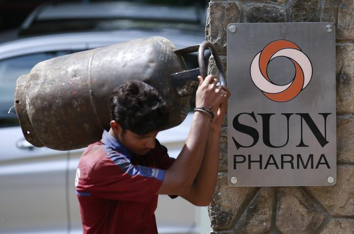 A man carrying a gas cylinder walks out of the research and development centre of Sun Pharmaceutical Industries Ltd in Mumbai May 29, 2014.  REUTERS/Danish Siddiqui/Files