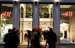 En la imagen de archivo, la entrada de una tienda de H&M. El minorista de moda sueco H&M anunció el martes un aumento del 8 por ciento en las ventas de enero, una cifra ligeramente por debajo de lo esperado.REUTERS/Régis Duvignau
