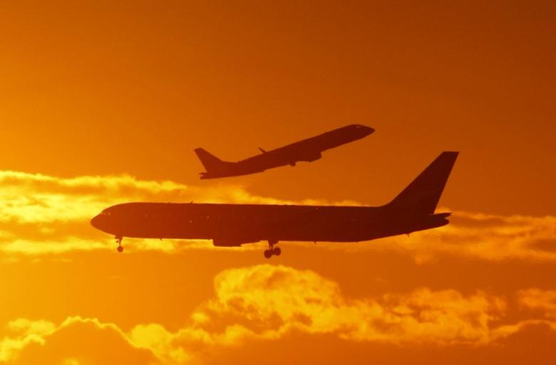 Passenger planes land and take off at Sydney airport April 28, 2009. REUTERS/Tim Wimborne