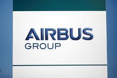 Airbus réorganise sa direction du marketing au moment où une enquête se penche au Royaume-Uni sur des irrégularités présumées concernant le recours à des intermédiaires pour l'aider à remporter des contrats. /Photo prise le 15 décembre 2016/REUTERS/Benoit Tessier