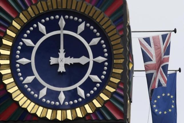 2月15日、在外英国人のうち欧州連合(EU)各国の居住者の約8割が、離脱に伴って現在の居住地で権利が制限されるのではないかと懸念している。同日発表された調査で明らかになった。写真はロンドンで1月撮影(2017年 ロイター/Toby Melville)