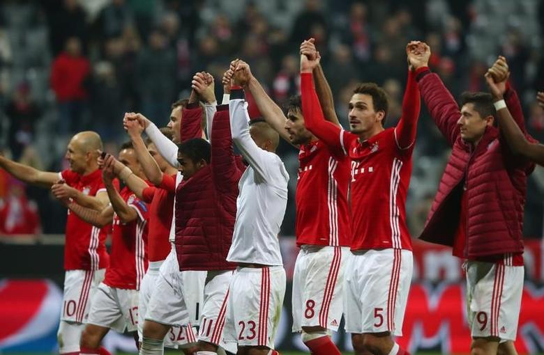 Football Soccer - Bayern Munich v Arsenal - UEFA Champions League Round of 16 First Leg - Allianz Arena, Munich, Germany - 15/2/17 Bayern Munich players celebrate after the game  Reuters / Michael Dalder Livepic