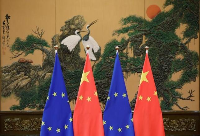 2月15日、欧州連合(EU)と中国が例年よりも早く4月か5月に首脳会議を開く方向で準備を進めていることが明らかになった。写真は前回会合時の会場。北京で2016年7月撮影(2017年 ロイター/Jason Lee)