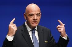 El presidente de la FIFA, Gianni Infantino, dijo el jueves que pretende alentar la organización compartida para el Mundial de Fútbol de 2026, en la que tres o cuatro países podrían ser sede con cuatro o cinco estadios cada uno. En la imagen, el presidente de la FIFA, Gianni Infantino, en una rueda de prensa en Zúrich, Suiza, el 10 de enero de 2017. REUTERS/Arnd Wiegmann