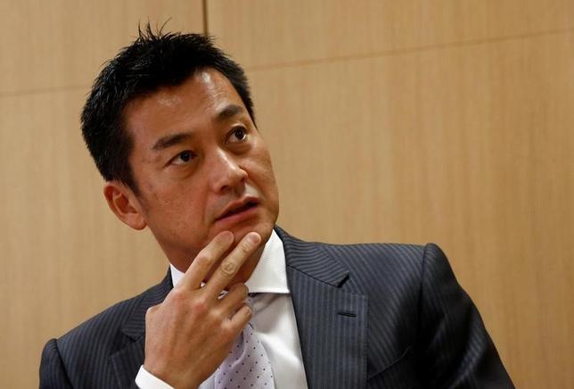 2月16日、ゆうちょ銀行の佐護勝紀副社長は、ロイターとのインタビューに応じ、米国大統領選後に米国債の利回りが大きく上昇したことを受け、昨年初めから手控えてきた米国債券への投資を少しずつ再開していると明らかにした16日都内で撮影(2017年 ロイター/Kim Kyung-Hoon)