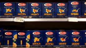 italien Barilla a annoncé jeudi son intention d'investir 50 millions d'euros pour augmenter sa production de sauces pour pâtes face à une demande croissance des consommateurs. /Photo prise le 13 décembre 2016/REUTERS/Arnd Wiegmann