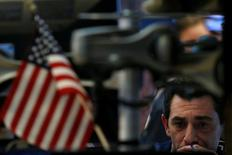 La Bourse de New York a fini peu changée jeudi, le marché ayant éprouvé le besoin de souffler après cinq séances de clôtures inédites pour les principaux indices. Le Dow Jones a inscrit un nouveau plus haut historique de 20.639,05 points à l'ouverture avant d'effacer ses gains mais il s'est repris en fin de séance pour terminer en petite hausse de 0,04% à 20.619,77 points, nouvelle clôture record. /Photo prise le 16 février 2017/REUTERS/Brendan McDermid