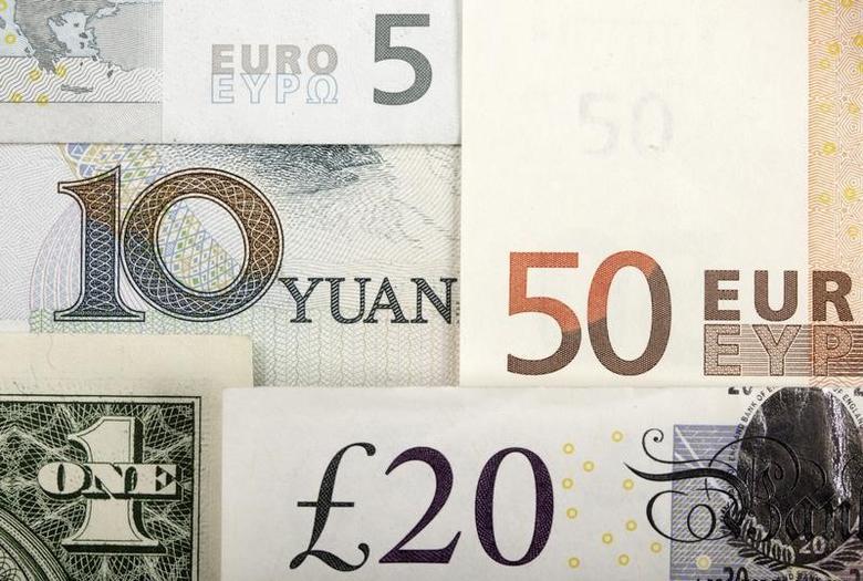 图为人民币、美元、欧元和英镑纸币。REUTERS/Kacper Pempel