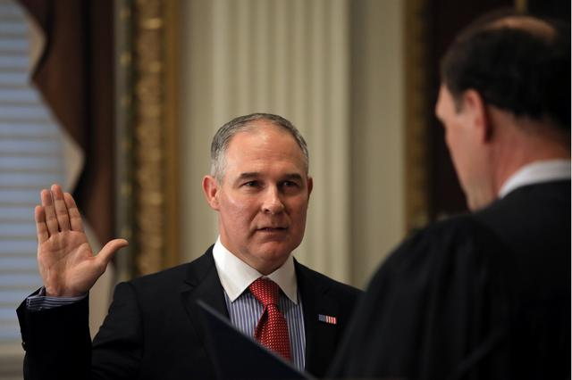 Director of Environmental Protection Agency Scott Pruitt is sworn in by Justice Samuel Alito at the Executive Office in Washington, U.S., February 17, 2017. REUTERS/Carlos Barria