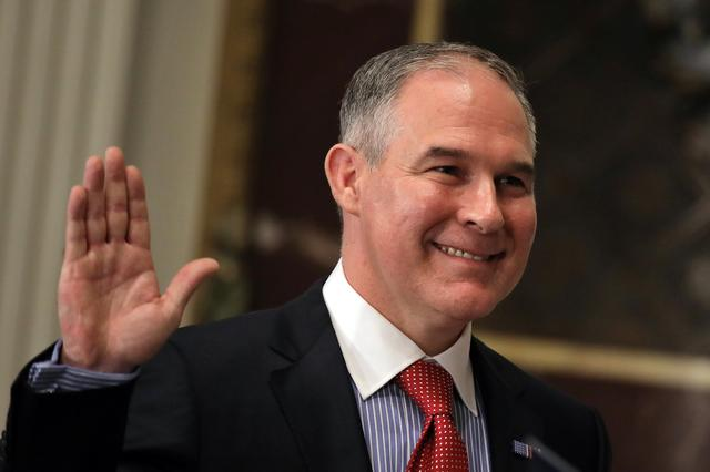 Director of Environmental Protection Agency (EPA) Scott Pruitt is sworn in by Justice Samuel Alito (not pictured) at the Executive Office in Washington, U.S. February 17, 2017. REUTERS/Carlos Barria