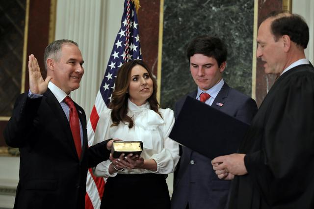 Director of Environmental Protection Agency Scott Pruitt is sworn in by Justice Samuel Alito as his wife Marilyn holds a bible during ceremony at the Executive Office in Washington, U.S., February 17, 2017. REUTERS/Carlos Barria