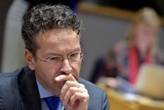 El presidente del Eurogrupo, Jeroen Dijsselbloem, en una reunión de ministros de la Zona Euro en Bruselas, ene 26, 2017. Los ministros de Finanzas de la zona euro debatirán el lunes si volverán a enviar una misión de expertos a Atenas, a fin de preparar la revisión de las reformas impuestas en el rescate griego y destrabar nuevos desembolsos en forma de créditos al país heleno, dijo el jefe del grupo de ministros.  REUTERS/Eric Vidal