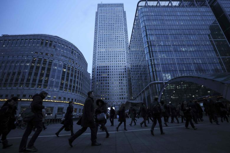 FILE PHOTO: Workers walk to work during the morning rush hour in the financial district of Canary Wharf in London, Britain, January 26, 2017.  REUTERS/Eddie Keogh/File Photo