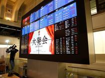 La Bourse de Tokyo a fini mercredi pratiquement sans changement, après deux séances de hausse, sous l'effet d'une pause du dollar dans sa progression face au yen. L'indice Nikkei a soit 0,01% à 19.379,87 points. /Photo prise le 4 janvier 2017/REUTERS/Kim Kyung Hoon