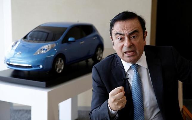 2月23日、日産自動車のカルロス・ゴーン氏は4月から社長と最高経営責任者(CEO)の職を共同CEOの西川廣人氏に託し、会長としてグループ経営に集中する(2017年 ロイター/Toru Hanai)