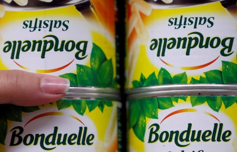 FILE PHOTO - Bonduelle canned processed vegetables are displayed on shelves in an Intermarche supermarket in Lanton, Southwestern France, August 30, 2013.   REUTERS/Regis Duvignau/File Photo