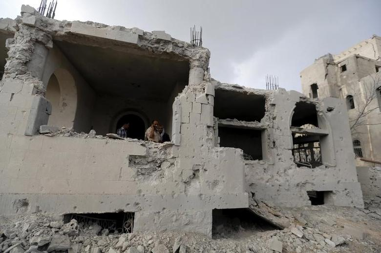 File Photo: People are seen in a building damaged by a  Saudi-led air strike in Yemen's capital Sanaa July 13, 2015. REUTERS/Khaled Abdullah