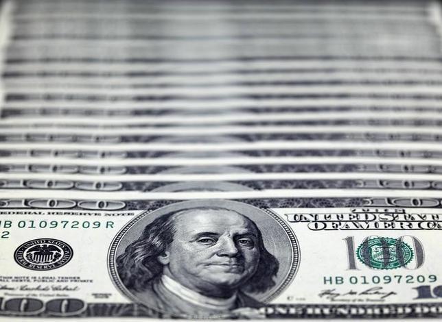 2月24日、正午のドル/円は、ニューヨーク市場午後5時時点に比べ、小幅にドル高/円安の112.82/84円。写真は台北で2010年11月撮影(2017年 ロイター/Nicky Loh)