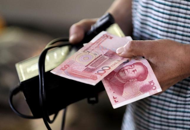 2月24日、中国外務省の耿爽報道官は同国は自国の利益ために通貨の切り下げを利用する意向はないと表明した。2015年8月撮影(2017年 ロイター/Jason Lee)