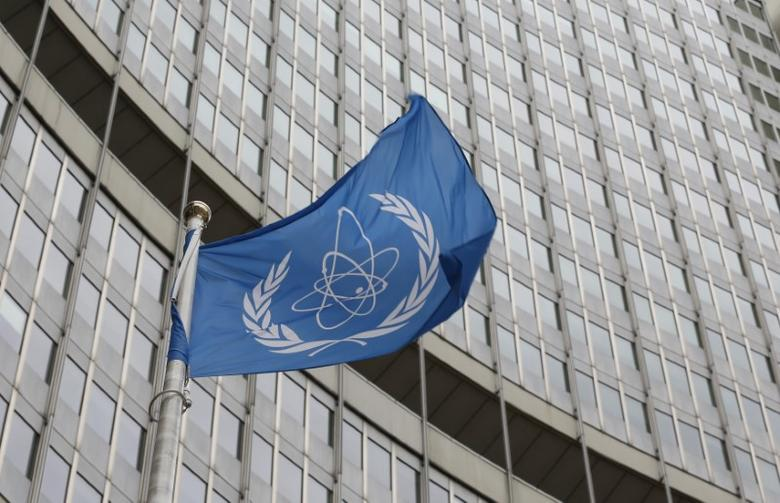 The flag of the International Atomic Energy Agency (IAEA) flies in front of its headquarters in Vienna, Austria, January 15, 2016.   REUTERS/Leonhard Foeger