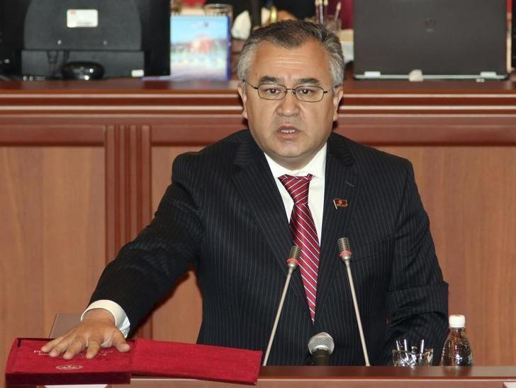 Omurbek Tekebayev, leader of Ata-Meken party, takes an oath during the first session of parliament in Bishkek, November 10, 2010. REUTERS/Vladimir Pirogov/File Photo