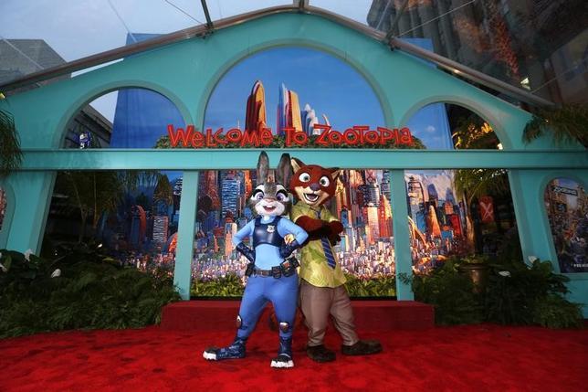2月26日、第89回米アカデミー賞の授賞式がハリウッドで開催され、長編アニメーション部門に、ディズニー作品「ズートピア」が選ばれた。スタジオジブリ作品「レッドタートル ある島の物語」は受賞を逃した。写真は昨年2月、「ズートピア」プレミアで撮影(2017年 ロイター/Mario Anzuoni)