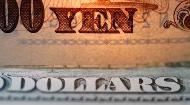 2月27日、終盤のニューヨーク外為市場ではドルが円に対して上昇した。今後数カ月以内に米連邦準備理事会(FRB)が利上げする可能性が高まったとして、金利差拡大の思惑からドルを買って円を売る動きが優勢となった。2010年9月撮影(2017年 ロイター/Yuriko Nakao/File Photo/Illustration)