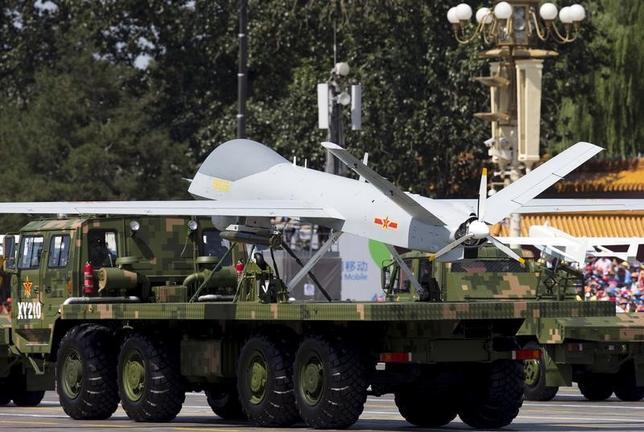 2月28日、中国が開発した新型の軍事用無人機(ドローン)「翼竜2」に海外から過去最大規模の受注があったと、新華社が27日報じた。写真は軍事パレードに出展された「翼竜」。2015年9月北京での代表撮影(2017年/ロイター)
