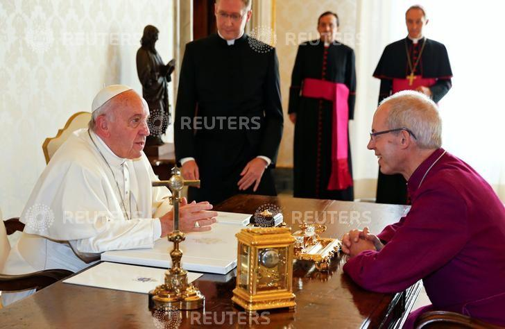 Pope Francis meets Archbishop of Canterbury Justin Welby at the Vatican October 6, 2016.  REUTERS/Tony Gentile