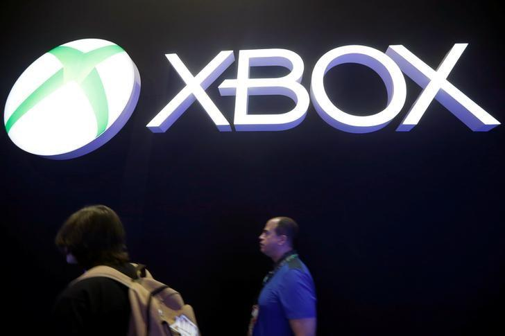 People walk past the Microsoft Xbox booth at the E3 Electronic Expo in Los Angeles, California, U.S. June 14, 2016. REUTERS/Lucy Nicholson/files