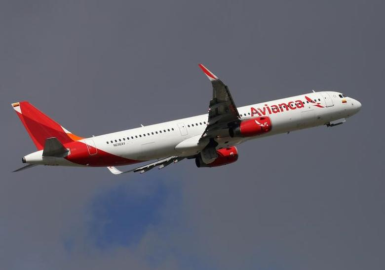 An airplane of Colombian airline Avianca takes off from El Dorado Airport in Bogota, Colombia, February 1, 2017.  REUTERS/Inaldo Perez