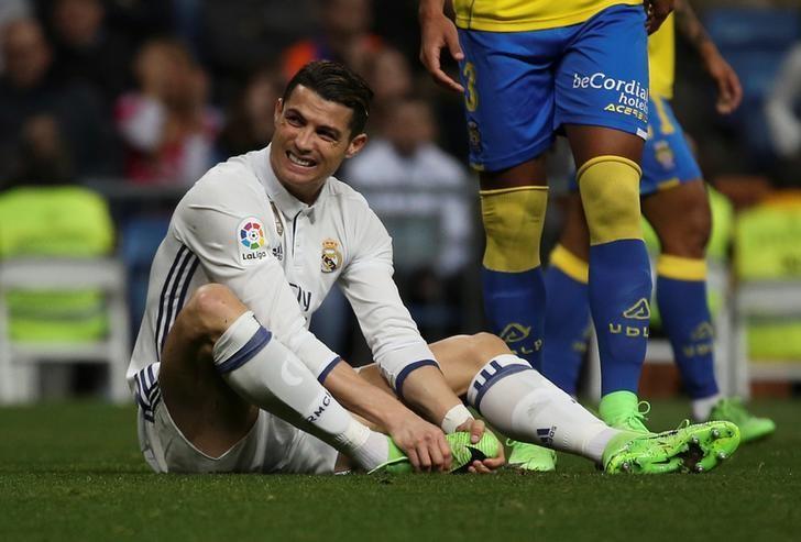 Football Soccer - Real Madrid v Las Palmas - Spanish Liga Santander - Santiago Bernabeu stadium, Madrid, Spain - 1/03/17 Real Madrid's Cristiano Ronaldo reacts during the match. REUTERS/Sergio Perez