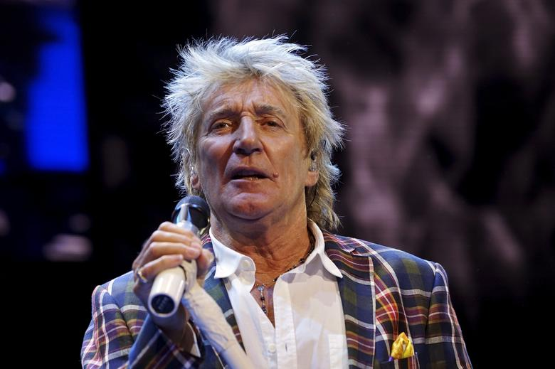 Rod Stewart performs at the Wal-Mart annual meeting in Fayetteville, Arkansas, June 5, 2015.  REUTERS/Rick Wilking/Files