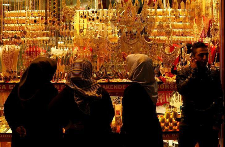 Women look at gold jewelleries at a jewellery shop at the Grand Bazaar in Istanbul, Turkey, December 5, 2016. Picture taken December 5, 2016. REUTERS/Murad Sezer/File Photo