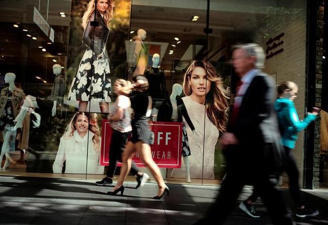 3月6日、オーストラリア連邦統計局が発表した1月の豪小売売上高は前月比0.4%増で、市場予想と一致した。写真はシドニーの商店街で昨年5月撮影(2017年 ロイター/Jason Reed)