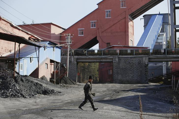 FILE PHOTO -  A miner walks at a coal mine from the state-owned Longmay Group on the outskirts of Jixi, in Heilongjiang province, China, October 24, 2015.    REUTERS/Jason Lee/File Photo